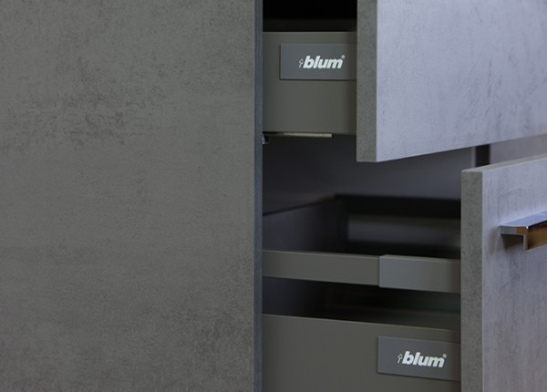 Amador beton antraciet Blum ladesysteem